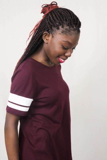 robe-bordeaux-bandes-blanches-2