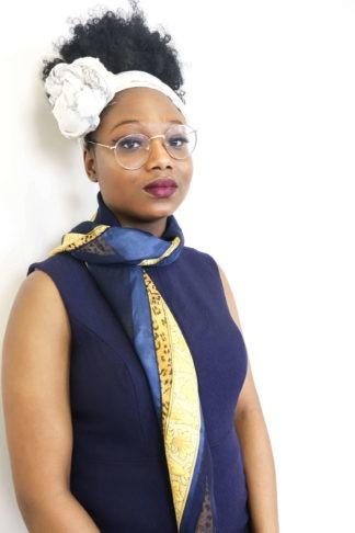 foulard-bleu-motifs-dorés-1
