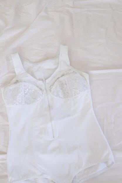 body blanc dentelle poitrine (2)