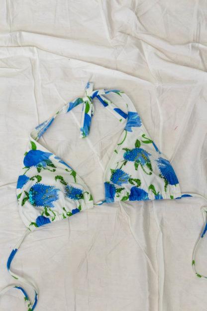 haut de maillot de bain blanc et bleu perlé (3)