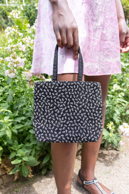 petit sac noir motif fleuri (1)