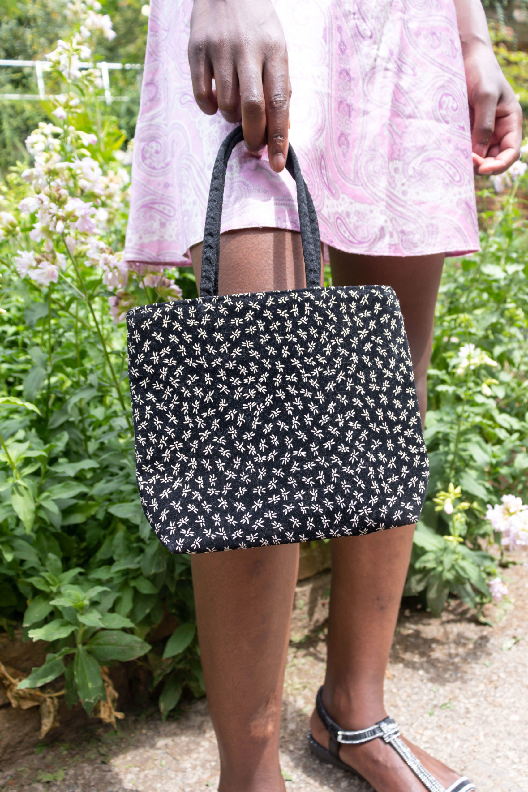 petit sac noir motif fleuri (2)
