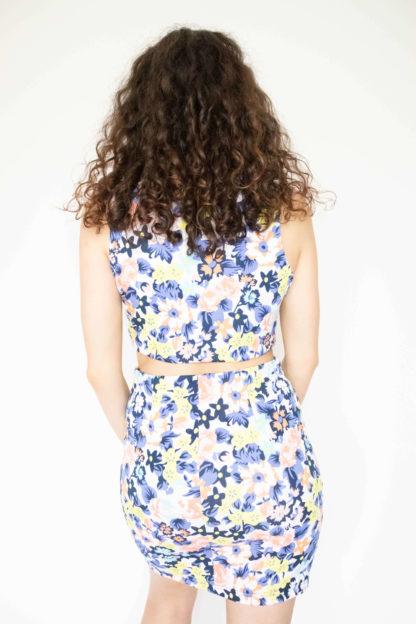 robe moulante blanche motif fleuri ouverture (3)