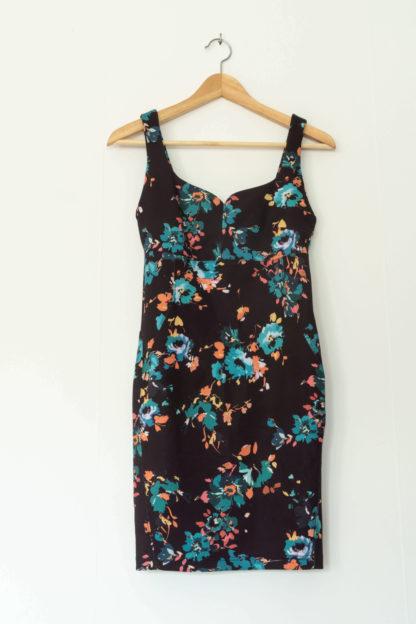 robe moulante noir motif fleuri (3)