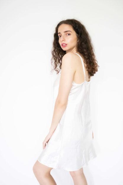 robe nuisette satinée blanche col dentelle (2)