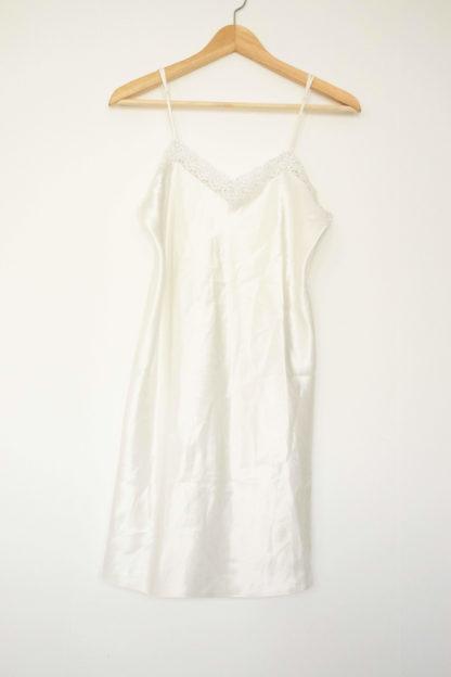 robe nuisette satinée blanche col dentelle (4)