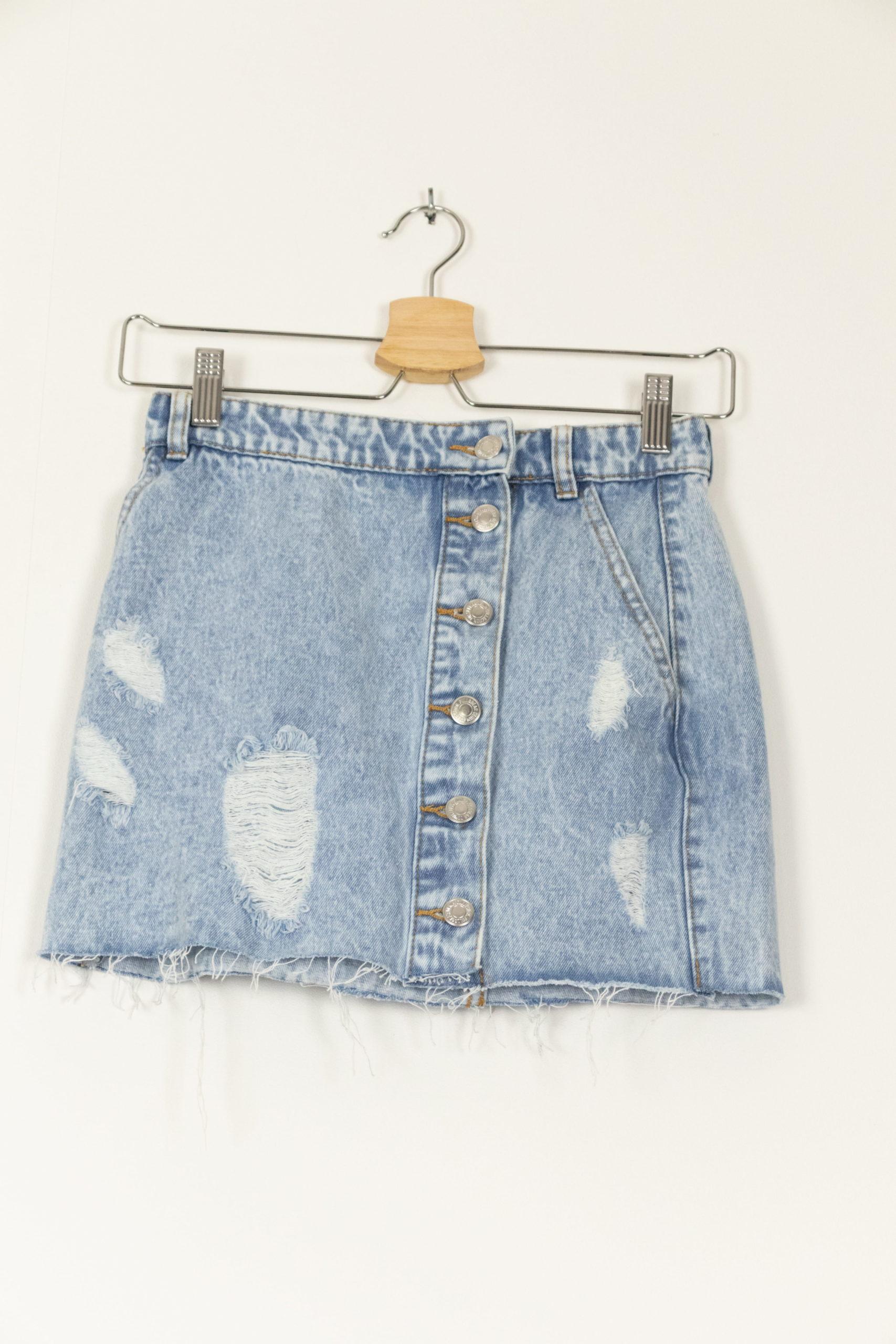 minijupe en jean déchirée (1)
