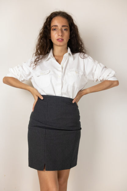 jupe tailleur moulante grise à rayures (1)