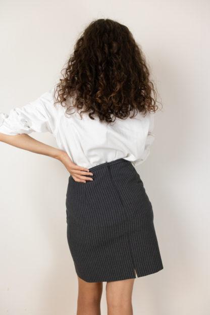 jupe tailleur moulante grise à rayures (2)