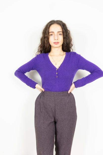 pull en cachemire violet col V (2)