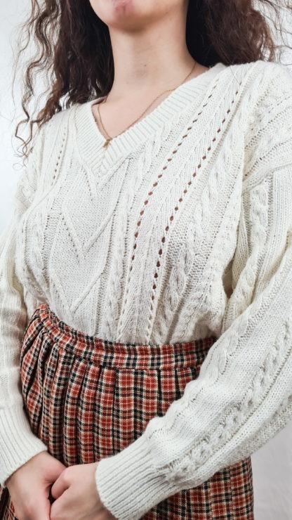 pull blanc tressé col V (6)