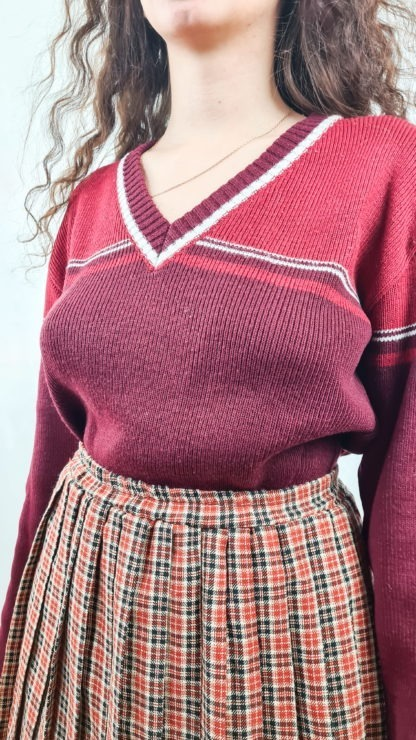 pull rouge bordeaux cotelé col V (4)