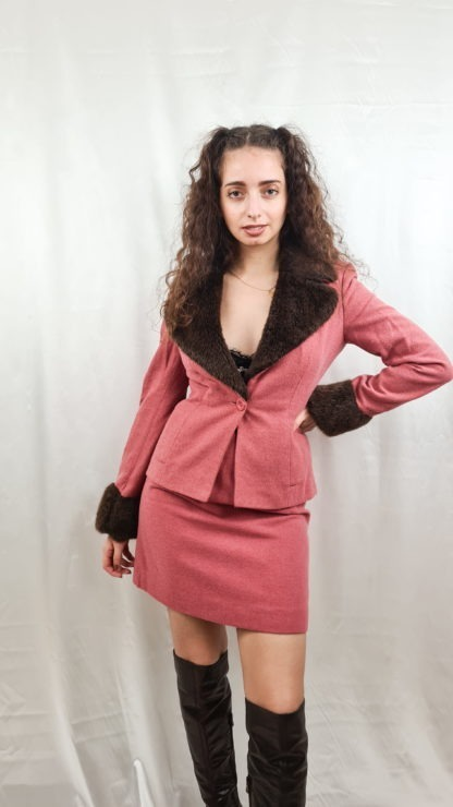 tailleur jupe fausse fourrure manches col rose marron (1)