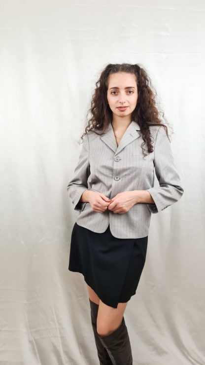 tailleur pantalon gris à rayures noires (5)