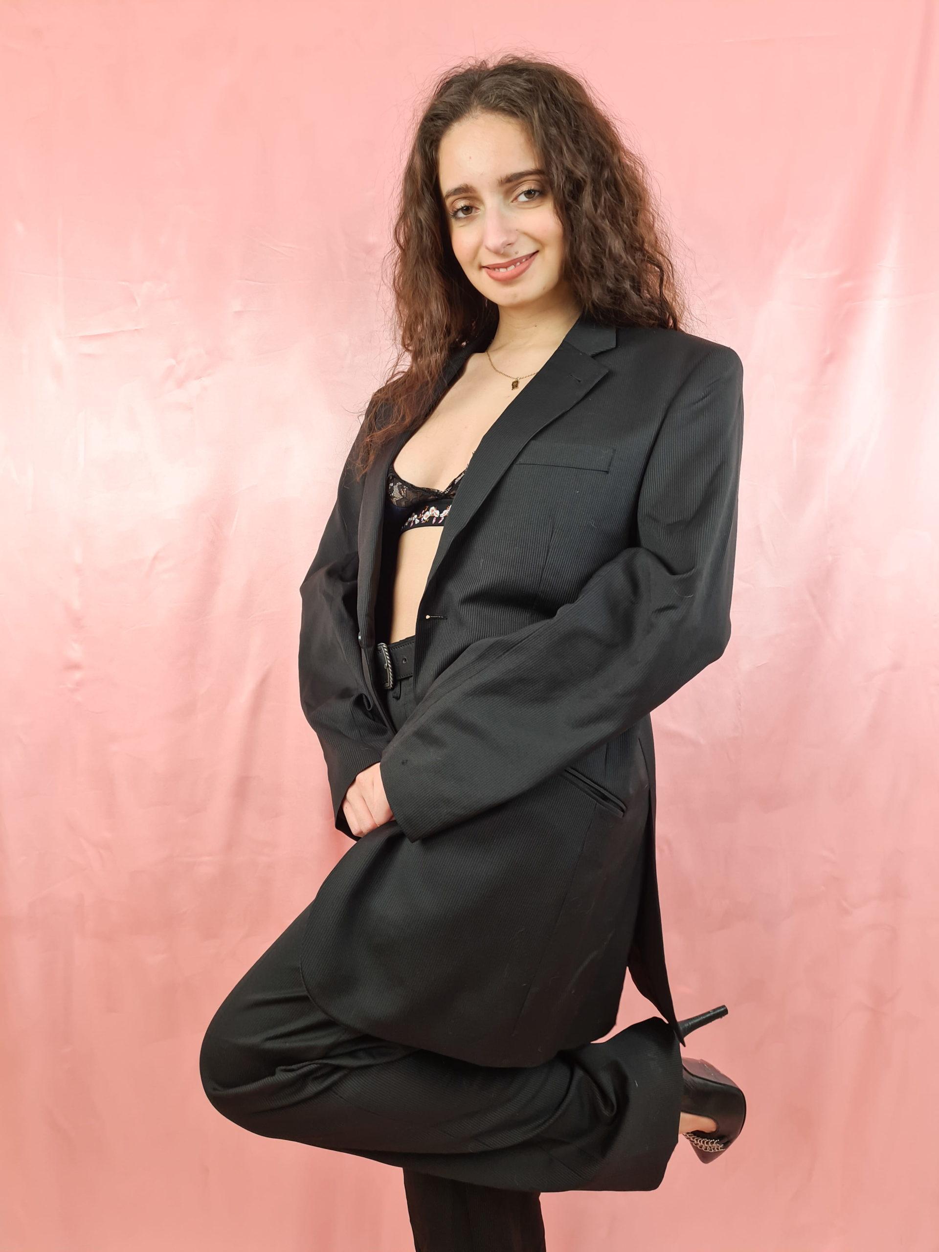 tailleur pantalon ligne verticales grises (3)
