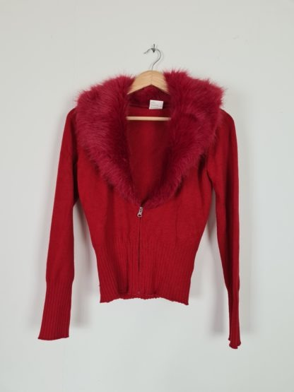 gilet rouge col fausse fourrure (8)