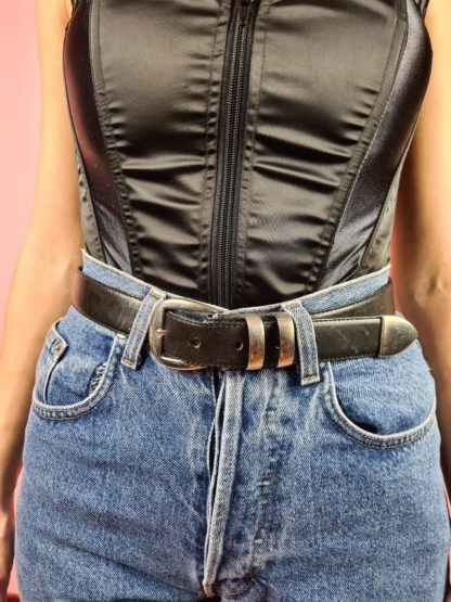 ceinture noire à boucle argentée (1)