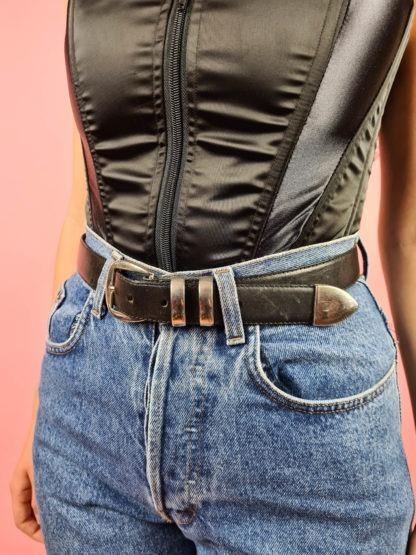 ceinture noire à boucle argentée (3)