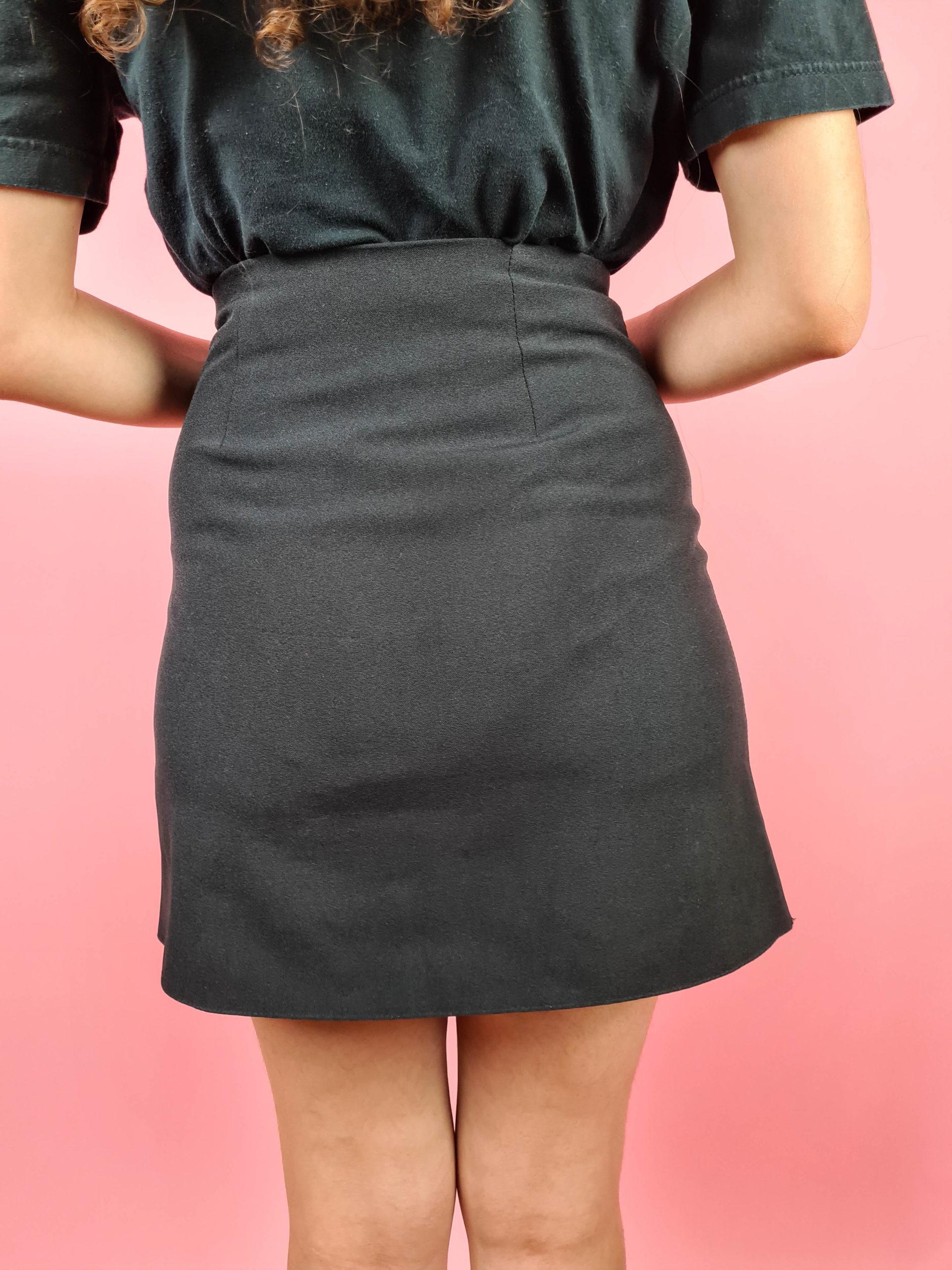 mini jupe noire à boutons fentes (5)