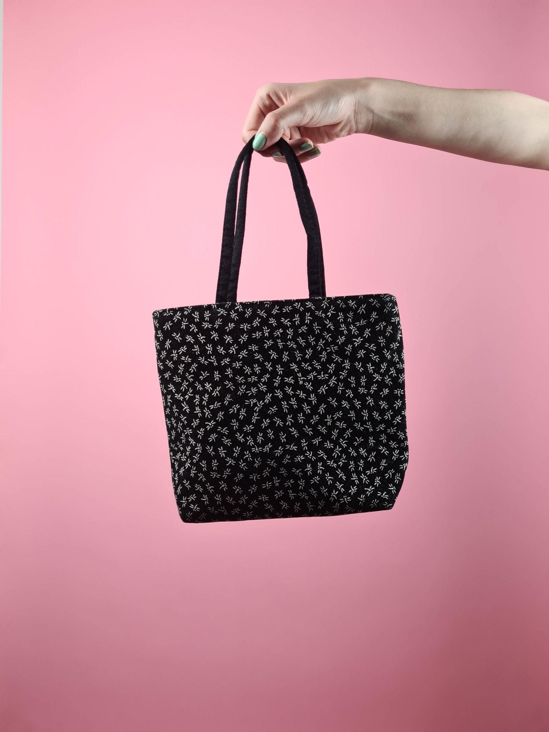 petit sac noir motif fleuri blanc (1)