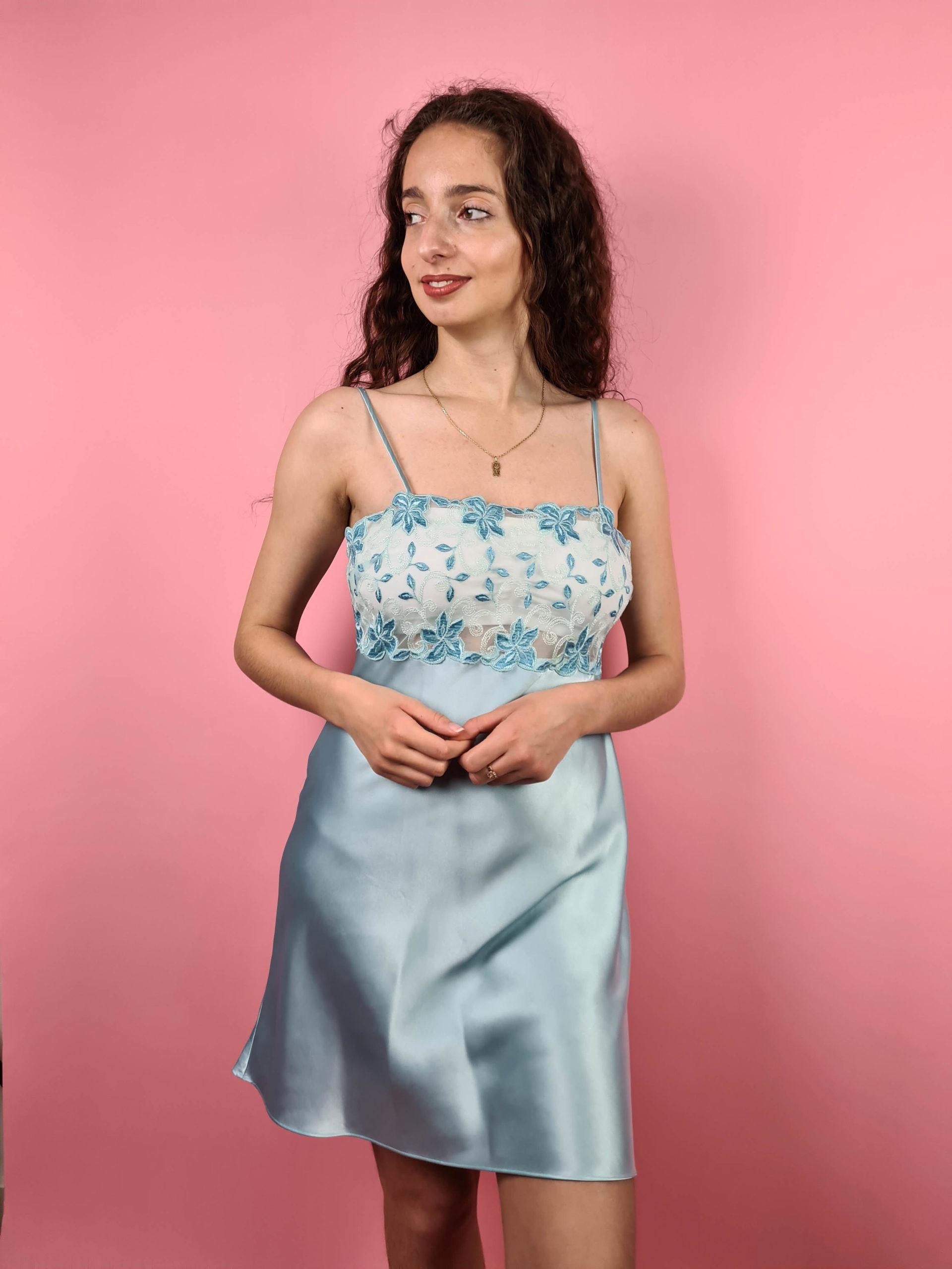 robe nuisette bleue pastel broderie (6)