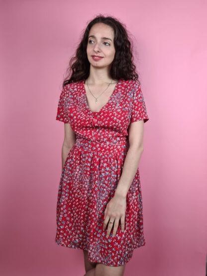 robe rouge à motif fleuri col V (2)