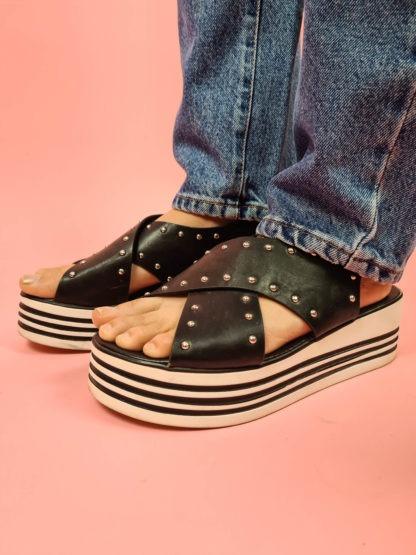 sandales à plateforme noire et blanches (2)