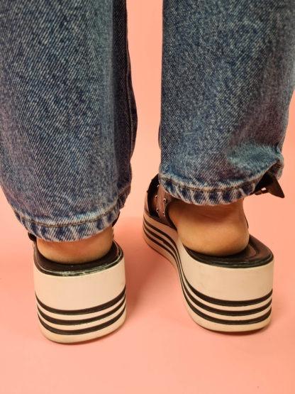 sandales à plateforme noire et blanches (3)